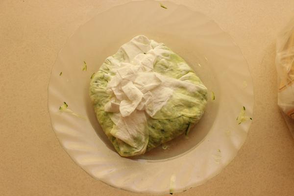 zucchini in paper towels